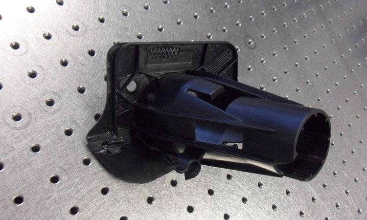Conap 3D Reverse Engineering - Spritzdüsenhalter eines BMW auf dem Messtisch