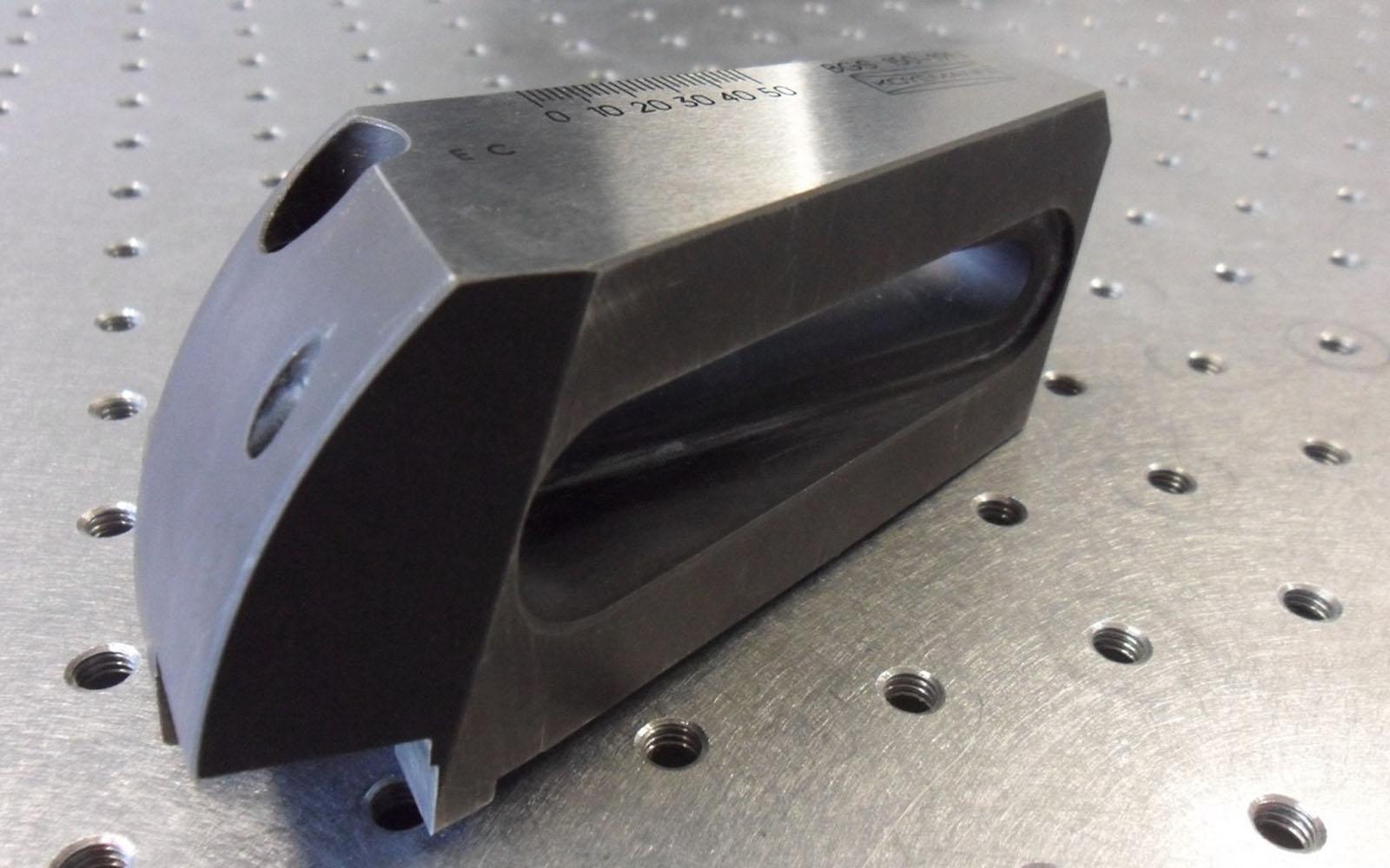 Conap 3D Reverse Engineering - Schneidenträger auf dem Messtisch